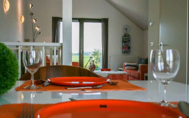 roggebroek-huisje14-eettafel-doorkijk-uitzicht-Custom-1024x682