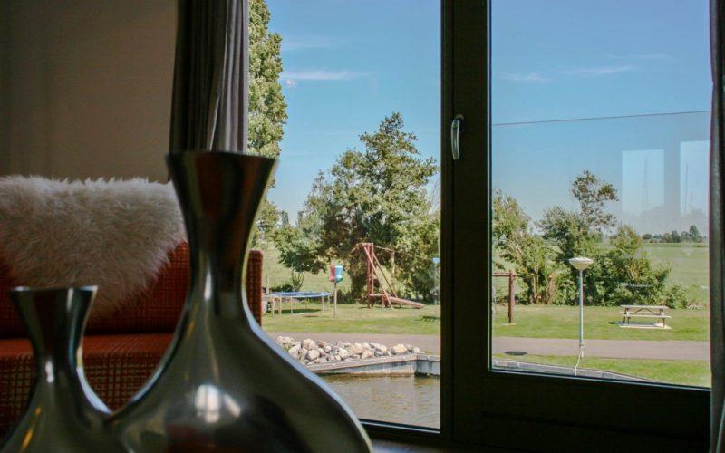 roggebroek-huisje14-eettafel-woonkamer-uitzicht-2-Custom-1024x682