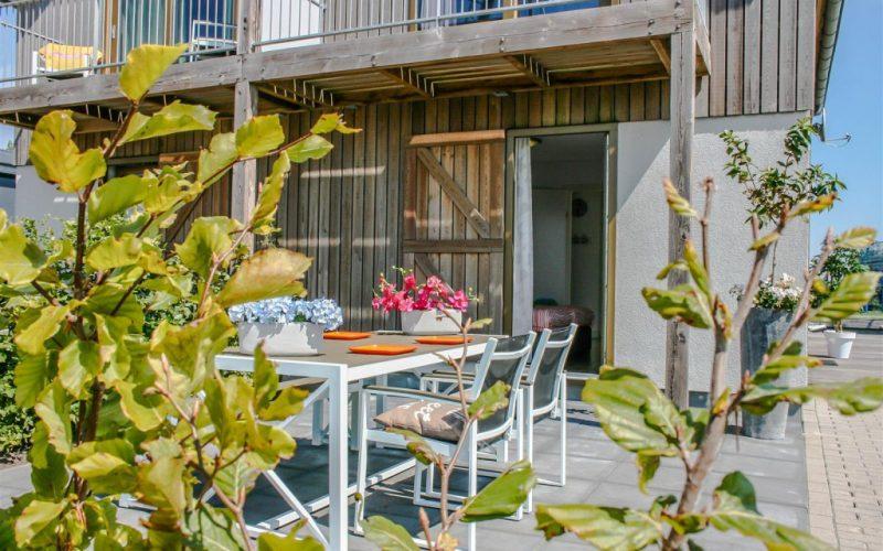 roggebroek-huisje14-terras-inkijk-slaapkamer-2-Custom-1024x682